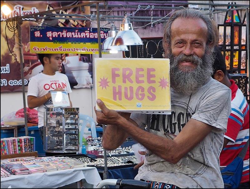 15-1560 Free hugs.jpg
