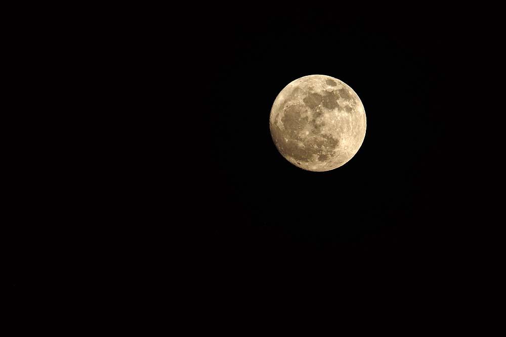 17-1536 Loy Krathong-måne KOK.jpg