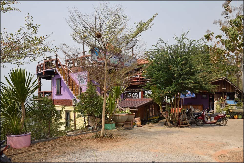 18-0381 Restaurang vid Ubol Rattana Dam KOK.jpg