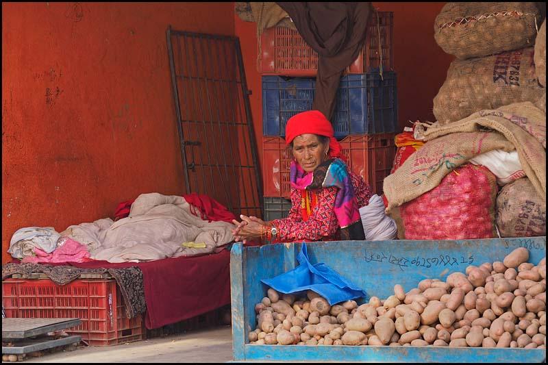 18-1790 Potatisförsäljare, Dallu Dhimeloh KTM.jpg