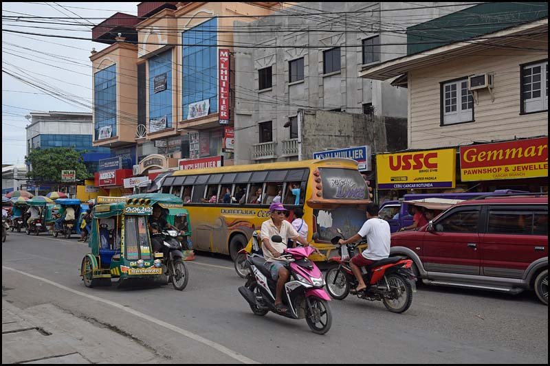 18-2371 Huvudgatan genom Carcar CEB.jpg
