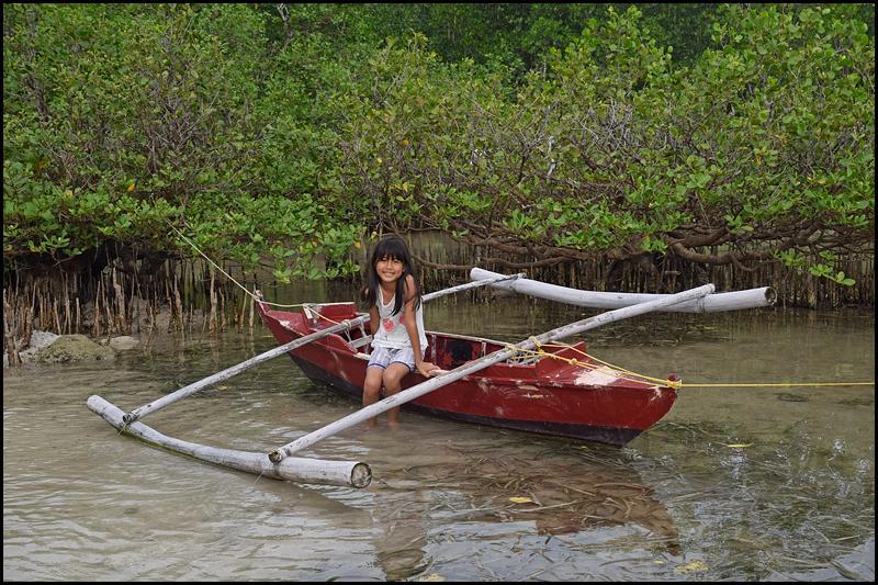 19-0030 Nicole vid båt CEB.jpg