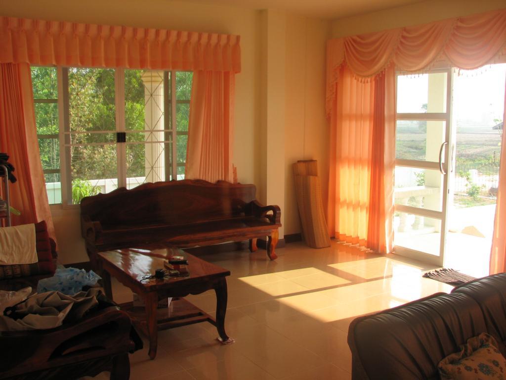 Livingroom 005.jpg