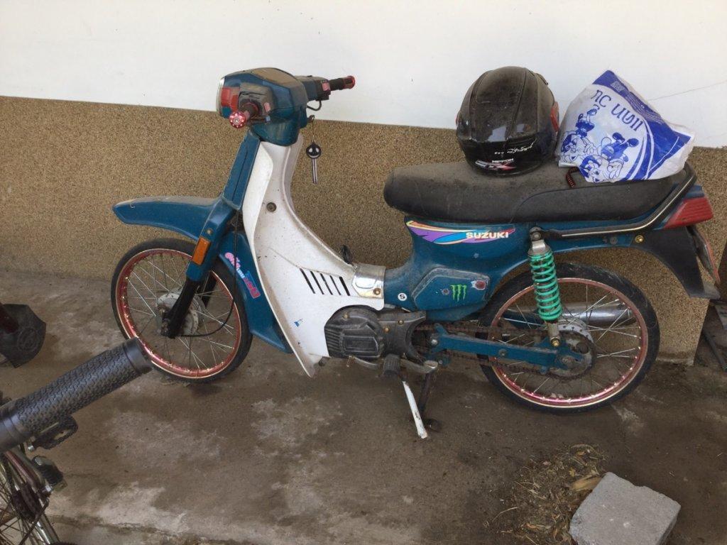 Moped suckisucki.jpg